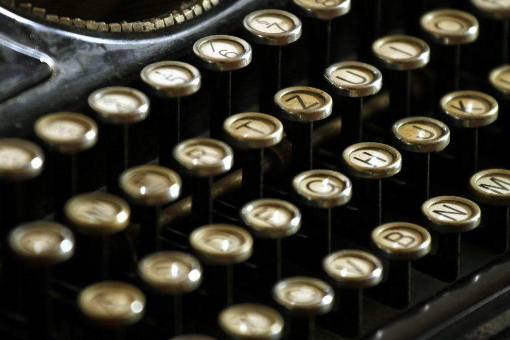 typewriter-472850_1920